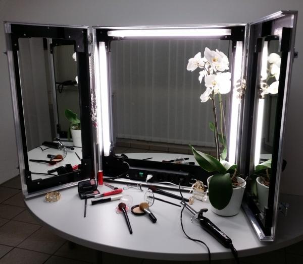 Maskenspiegel LED BxTxH: 724 x 674 x 124 mm